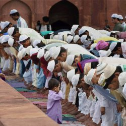 New Delhi: Muslims offer prayers on the occasion of  'Eid- Ul-Fitr' at Jama Masjid in New Delhi on Tuesday. PTI Photo by Kamal Singh(PTI7_29_2014_000026B)
